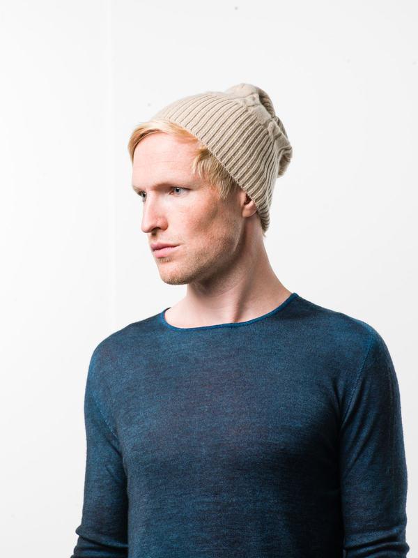 Avant Toi:  online - Cable knit beanie