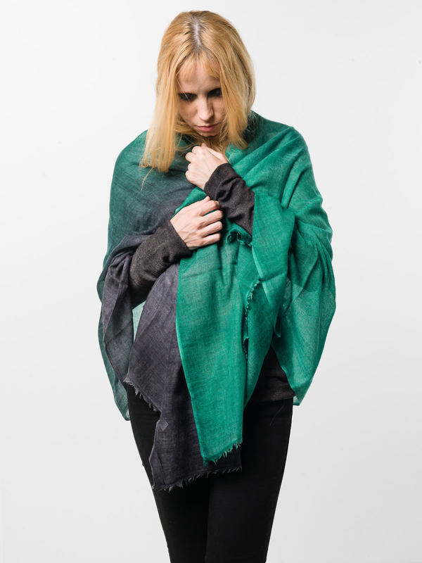 Avant Toi: scarves online - Green / black scarf