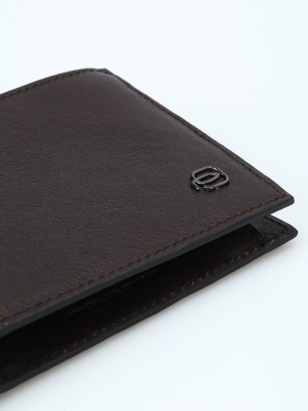 Brown leather anti-fraud wallet shop online: PIQUADRO