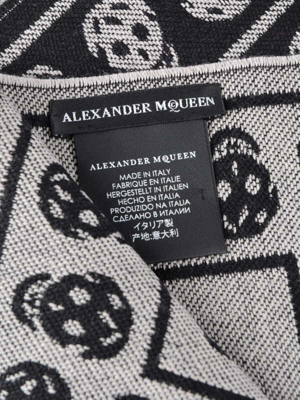iKRIX ALEXANDER MCQUEEN: scarves - Skull patterned wool fringed scarf