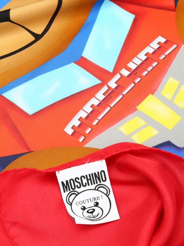 nuovo stile 0c6db 1ee31 Moschino - Scialle rosso stampa Transformers - Stole & Scialli ...