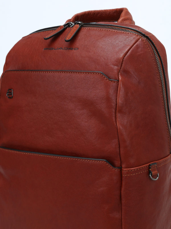 Light brown leather backpack shop online: PIQUADRO