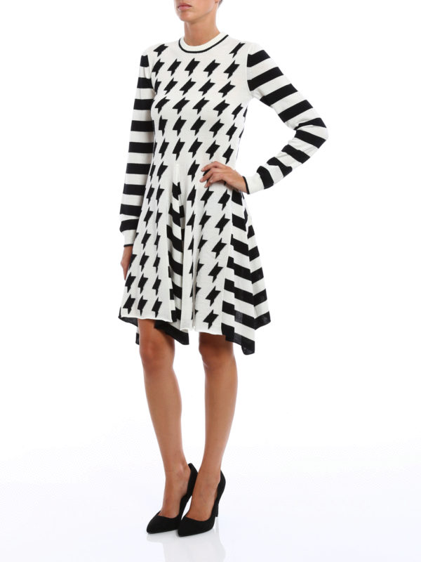 M.S.G.M.: knee length dresses online - Geometric pattern wool skirt