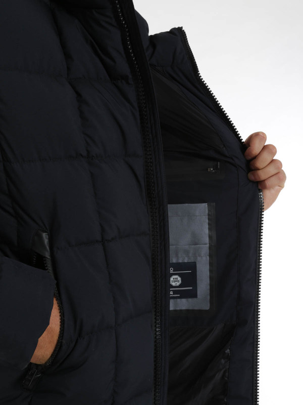 Kurze Daunenjacken shop online. Laminar padded jacket