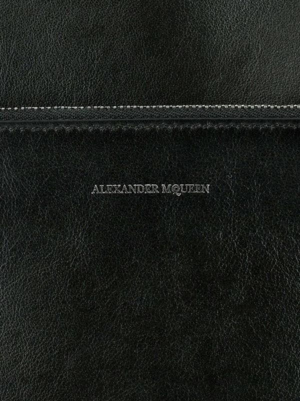 Bucket-Bag - Schwarz shop online: ALEXANDER MCQUEEN