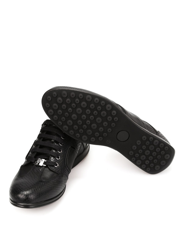 Sneaker shop online. Ledersportschuhe mit Python-Print