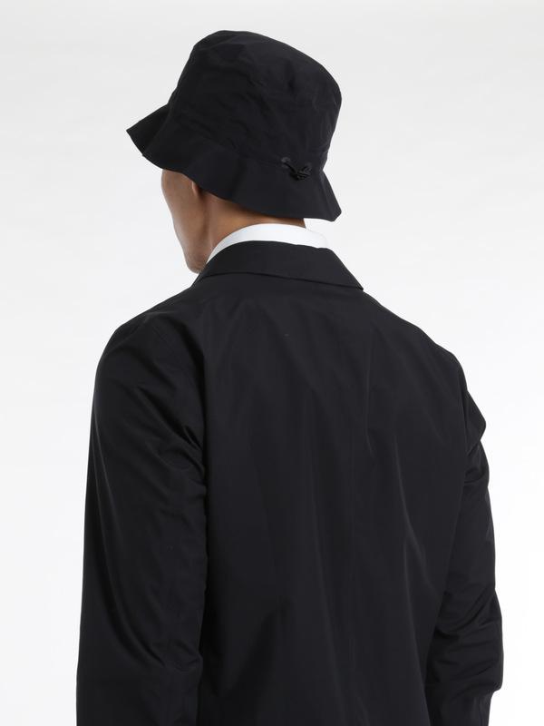 Trenchcoats shop online. Laminar raincoat