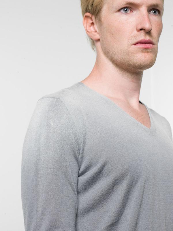 V neck sweater shop online: AVANT-TOI