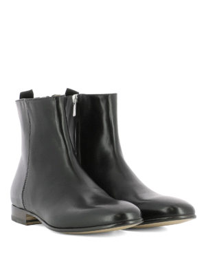 Alexander Mcqueen: ankle boots online - Side zip leather ankle boots