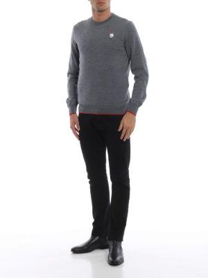 ALEXANDER MCQUEEN: maglia collo rotondo online - Girocollo grigio con ricamo rosa e teschio