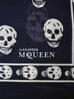 Alexander Mcqueen: scarves online - Signature Skull silk blend scarf
