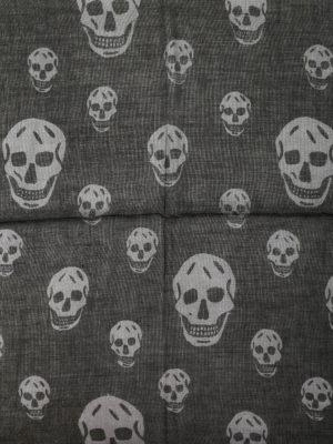 Alexander Mcqueen: scarves online - Silk blend skull scarf
