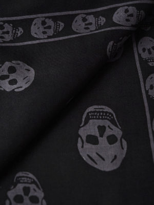 Alexander Mcqueen: Stoles & Shawls online - Big Skull black and grey shawl