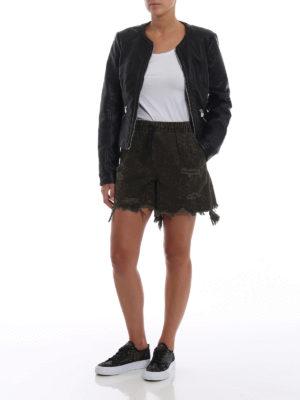 ALEXANDER WANG: pantaloni shorts online - Pantaloncini in denim animalier con strappi