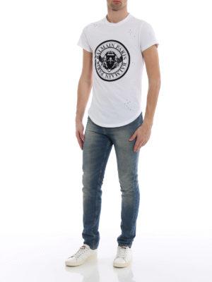 Balmain: t-shirts online - Velvety logo drilled white T-shirt