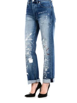 a sigaretta - Jeans a vita alta con scarabocchi