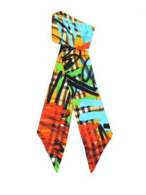 BURBERRY: sciarpe e foulard - Sciarpa sottile in seta tartan con graffiti
