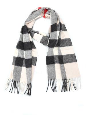 BURBERRY: sciarpe e foulard - Sciarpa in cashmere a quadri bianchi e neri