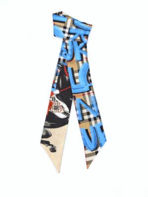 BURBERRY: sciarpe e foulard - Sciarpa sottile in seta tartan con cavalli
