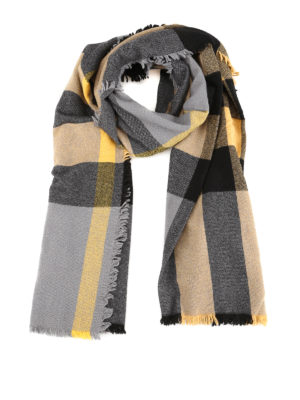 496d426feca BURBERRY  sciarpe e foulard - Sciarpa in lana e cashmere con motivo Tartan.  New season. Burberry. Vintage Check wool and cashmere scarf