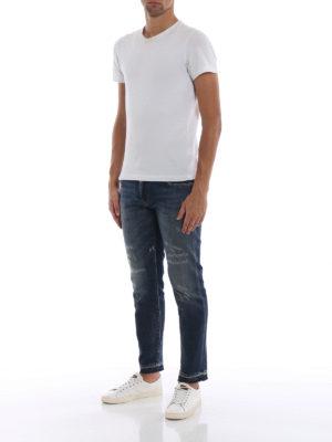 a sigaretta - Jeans lavaggio medio in denim rovinato