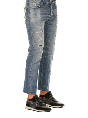 a sigaretta - Jeans cinque tasche con strappi davanti