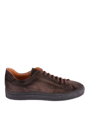 Doucal's: sneakers - Sneaker in morbido suede sui toni del marrone