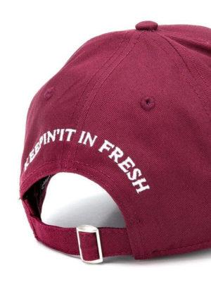 DSQUARED2: cappelli online - Cappellino bordeaux con patch logo