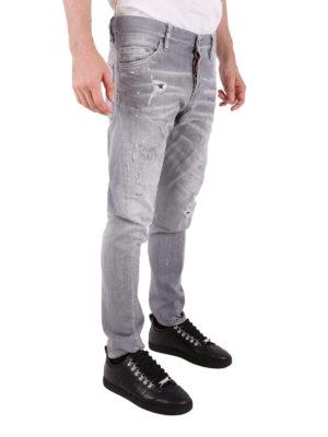 a sigaretta - Jeans Sexy Twist grigio con graffiti