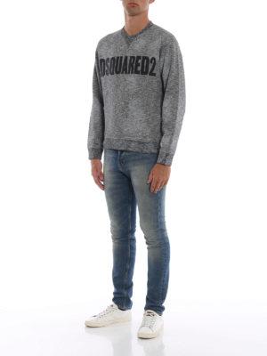 DSQUARED2: Felpe e maglie online - Felpa melange con stampa Dsquared2 e macchie