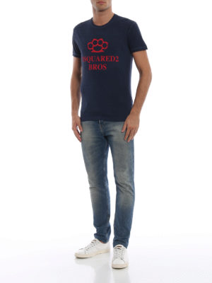DSQUARED2: t-shirt online - T-shirt blu con look vintage e stampa pugno