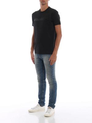 DSQUARED2: t-shirt online - T-shirt nera con Dsquared2 in paillettes