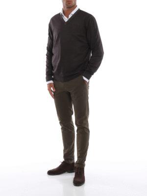 FAY: maglia collo a v online - Pullover a V in lana merino marrone scuro