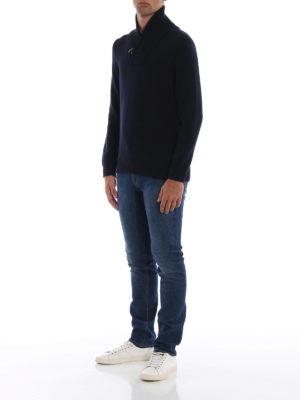 FAY: maglia collo a v online - Maglione a V in lana con iconico Gancio