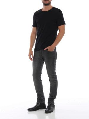 a sigaretta - Jeans spalmato con patch