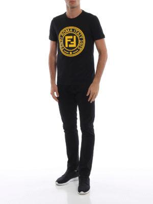 FENDI: t-shirt online - T-shirt nera in cotone con Fendi Circle