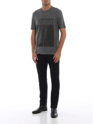 GIORGIO ARMANI: t-shirt online - T-shirt in jersey con ricamo in ciniglia