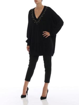 GIVENCHY: maglia collo a v online - Pull oversize in lana e cashmere con borchie