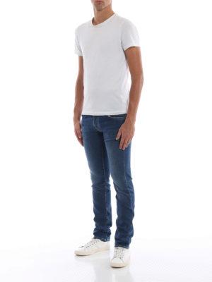 a sigaretta - Jeans sartoriali in cotone con logo verde