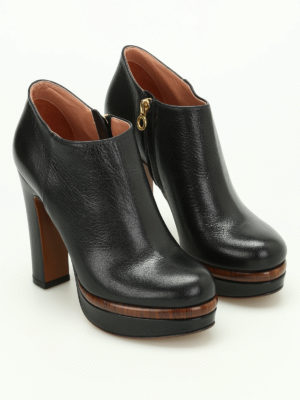 L' Autre Chose: ankle boots online - Wood effect detail leather booties
