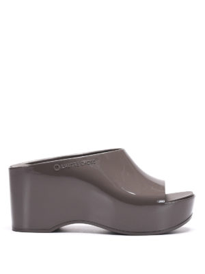 L' Autre Chose: mules shoes - Rubber wedge sabot sandals