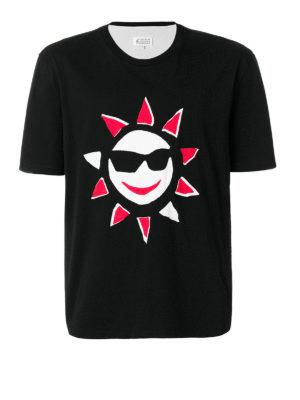 Maison Margiela: t-shirt - T-shirt nera con stampa sole
