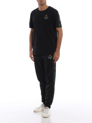 Marcelo Burlon: t-shirt online - T-shirt nera Kappa con ricamo multicolore