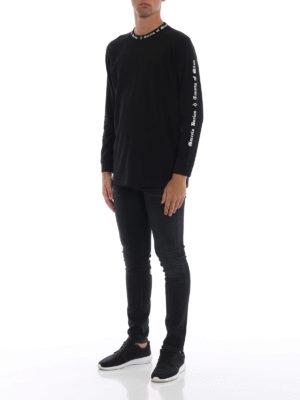Marcelo Burlon: t-shirt online - T-shirt MB nera a maniche lunghe