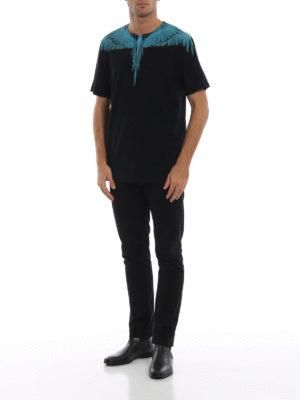 Marcelo Burlon: t-shirt online - T-shirt nera in cotone con Wings turchesi