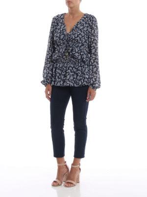 MICHAEL KORS: bluse online - Blusa a fiori scollata a V con volants