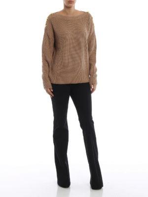 MICHAEL KORS: maglia collo a barchetta online - Maglione cammello a coste con bottoni dorati
