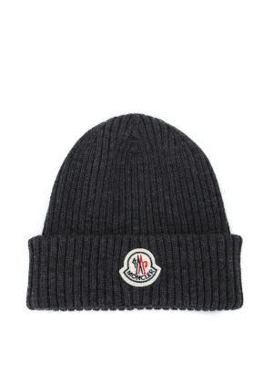 MONCLER: berretti - Berretto grigio scuro in lana a coste