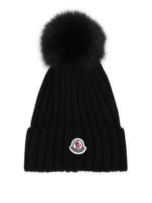 MONCLER: berretti - Berretto in lana nera con pompon in pelliccia