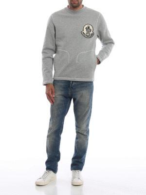 MONCLER: Felpe e maglie online - Felpa grigia con maxi logo vellutato